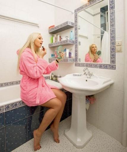 Бузова в ванной комнате